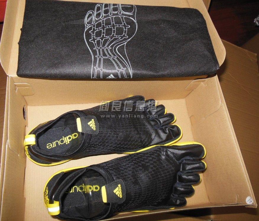 正品专柜阿迪达斯五指跑鞋,赔钱卖了原价820,现在只要480元
